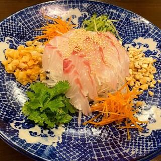 特製醤油ソースと相性◎「中国式刺身サラダ」をご堪能ください