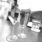 146753683 - 白ワイン&ビールで乾杯