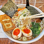 昌龍飯店 - 中根製麺製の中細麺