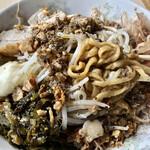 蒙麺 火の豚 - ゴワゴワの縮れ麺は旨いですよ。
