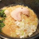 ボンバ家 - 豚骨醤油ラーメン(並)¥650