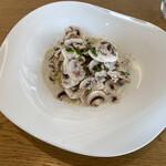 サーラ ビアンキ アル・ケッチァーノ - 料理写真:山形県産マッシュルームのクリームソース・スパゲティ