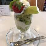 フルーツパーラーフクナガ - 【キウイのパフェ】 緑の煌