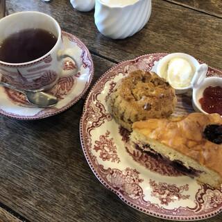 イングルサイドカフェ - 料理写真:ケーキ&スコーンのセット