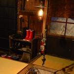 146794998 - 本陣の囲炉裏とランプ