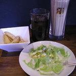 キバール - ランチのサラダ、フライドポテト、ドリンク