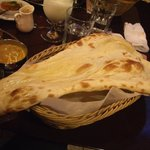 インディアン・レストラン Taz Mahal - ディナー カレーセットのナン
