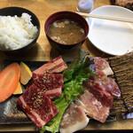 Tajimasumibiyakinikuwagaya - 黒毛和牛カルビ 岩手県産吊るし豚ランチ