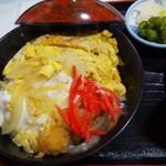 味処花しょく - 料理写真:紅生姜とのコントラストが絶妙なカツ丼。味も絶妙!旨い!