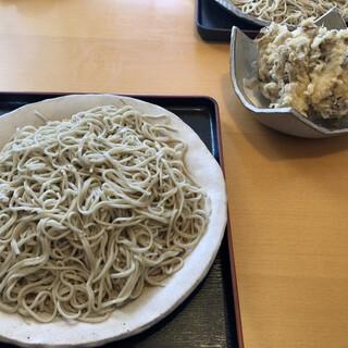 そば哲 - 料理写真:おおもりそばと舞茸の天ぷら