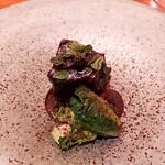 146811354 - ⚫牛頰肉のブラザート アマゾンカカオと芽キャベツ