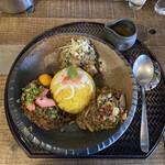 kyuuyamutei - 旧ヤム邸シモキタ荘の2月のメニューから、 全がけ@1,350 ヤムカレースープ付 ライスは、玄米、ターメリック、サフランライスから選べます。 ライスはターメリックを選択です(ちなみに一番のお勧めは玄米だそうです