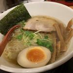 燕 - 料理写真:燕ラーメン(塩、煮たまご)