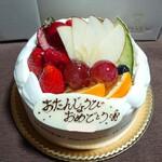 146821497 - 【フルーツデコレーション 生クリーム5号:3024円】                         フルーツ盛り沢山のキラキラケーキ(*´艸`*)