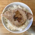 146823592 - 豚野郎ライスは「ドロマー油スープ」添えとした。ネギを添え忘れ、大失態。コーチにひどく叱られてしまった。