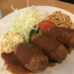 洋食の店 ジューシィ - 料理写真:クリームコロッケ定食 ¥1200