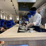 天ぷらとワイン 大塩 - オープンキッチン 目の前で見ることができます