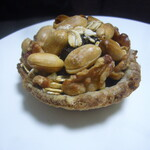 海音 - レーズン酵母チョコペーストとピーナッツのタルト