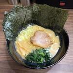 Gorumen - ラーメン760円。海苔増し100円(セール中で500円)