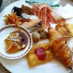 ANAクラウンプラザホテル - 鮭以外は美味しい。