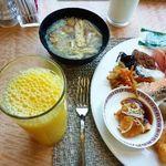 ANAクラウンプラザホテル - 朝食のオレンジジュースは欠かせません。と言っても家では飲みませんけれど><