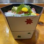 喜久寿司 - 2階建ての海鮮丼