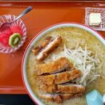 食堂ニューミサ - ミソカツラーメン(バター追加トッピング)