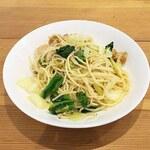 食堂兼居酒屋 コッテロ - 料理写真:ホタテと菜の花キャベツのペペロンチーノ