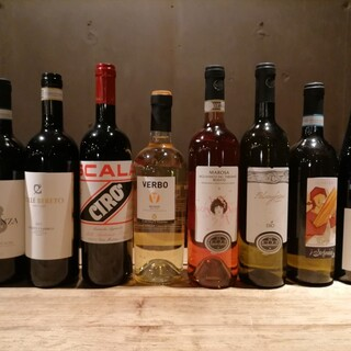 イタリア固有の品種を使った豊富なラインナップの自然派ワイン
