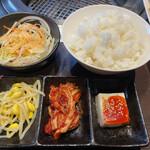 焼肉三松 - もやしナムル、キムチ、豆腐