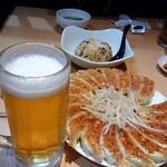 146882418 - チャーハン、餃子、静岡麦酒と並びました。