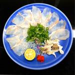 正弁丹吾 - 旬のくえ薄造りは食感も味わいも最高です‼️       ポン酢と岩塩プレートが一緒に供されます。