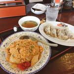 あおば - 料理写真:キムチチャーハンと スープ入り焼き餃子