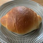 パン ネスト - 塩バターロール 130円