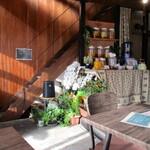醗酵Cafe 華茂未来 - ビンに入った発酵飲料。このお店のウリ。