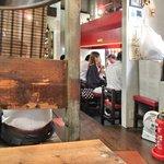 炭焼き屋 西麻布本店 - 店内のテーブル席の風景です