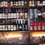 ダルウィニー - 飲んでみたいウィスキーだらけのバックバー、数も質も奈良でトップクラス。