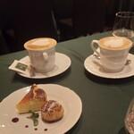 Bicerin - カプチーノとデザート