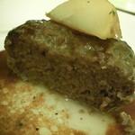 サン ト キキ - ハンバーグを切ってみましたよ♪ 肉汁がぁ~~♪ うれし~~^^