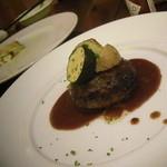 14691844 - サントキキコース(2000円)①ハンバーグ♪ 上にはズッキーニ・じゃが芋が鎮座してます。