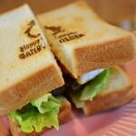 Happy Camper SANDWICHES - ⽜ヒレ⾁のハンバーグステーキサンド