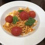 146911606 - トマトとモッツァレラチーズ