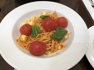 ハーブス - トマトとモッツァレラチーズ