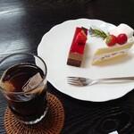フランボワーズ - 料理写真:ショコラ フランボワーズといちごショートとアイスコーヒー