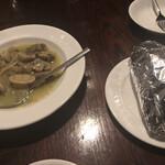 すぺいん亭 - マッシュルームのワイン煮とパン