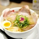 和 dining 清乃 - 紀ノ国地鶏塩850円+チャーシュー増し(知らない隣の人の分)