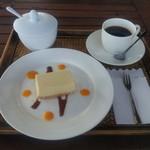 新香茶 - マンゴーレアチーズケーキ380円
