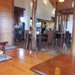 古謝そば屋 - 座敷もテーブルもあり。