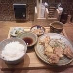 14693057 - 鶏の天ぷら定食。800円也。う~ん、中之島では安い方かな~。