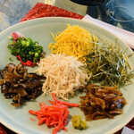 ヨロンの味たら - ☆具材は、ほぐした鶏肉、錦糸卵、海苔、干し椎茸の甘煮、ねぎ、紅生姜、しいたけ、パパイヤ漬けと柚子胡椒。